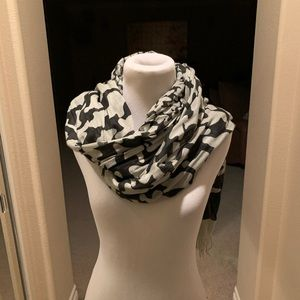 Black and gray pattern scarf